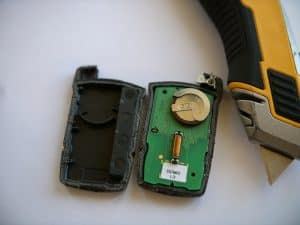 how to change car key fob batteries